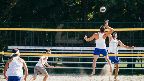 fototapeta na drzwi i meble Beach volleyball teams in action