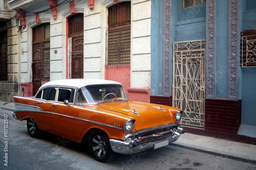 Poster Havana Havana backstreets with old American car