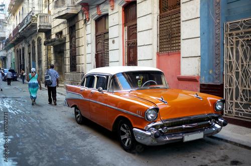 Poster Havana Old American car in Havana street, Cuba