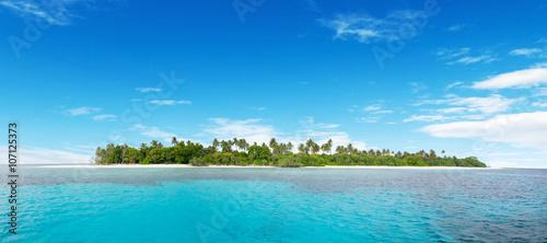 Obraz na płótnie Beautiful nonsettled tropical island