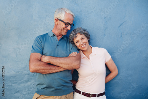 Fotografia  Beautiful mature woman standing with her husband
