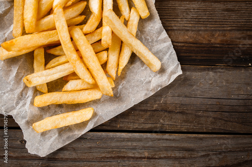 Photo  French fries on wooden table.