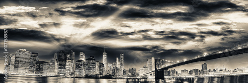 Photo  Amazing panoramic view of Lower Manhattan at sunset from Brookly