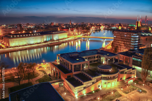 Obraz Widok z lotu ptaka Wrocław, panorama miasta podczas pięknego zachodu słońca - fototapety do salonu