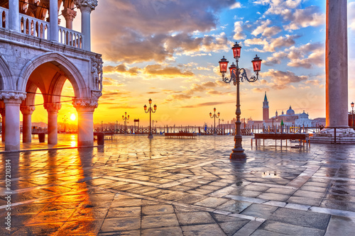 Poster Venise Piazza San Marco at sunrise, Vinice, Italy