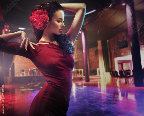 Fotografie, Obraz  Portrait of a dancing brunette woman