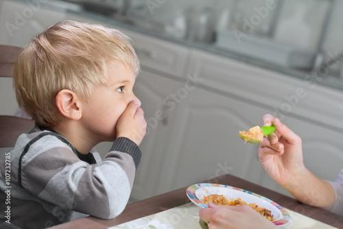 Foto Picky Eater Denying to Eat