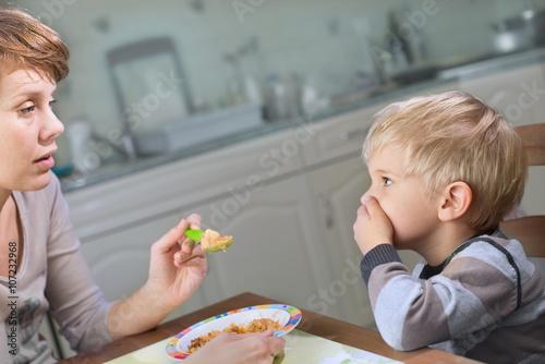 Picky Eater Denying to Eat Fototapete