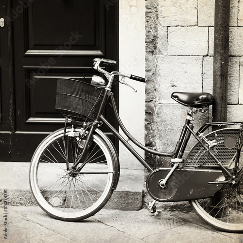 old-photo-of-bicycle-with-wicker-basket-italy