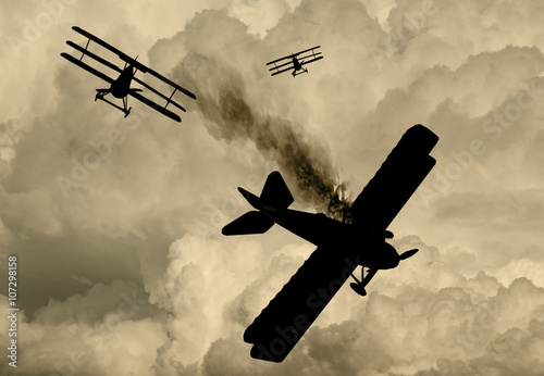 Fotomural World War One Aircraft in a dogfight