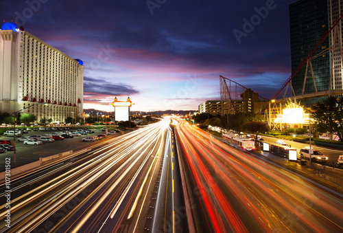 Fotobehang Las Vegas busy traffic on road and modern buildings in purple sky in las vegas