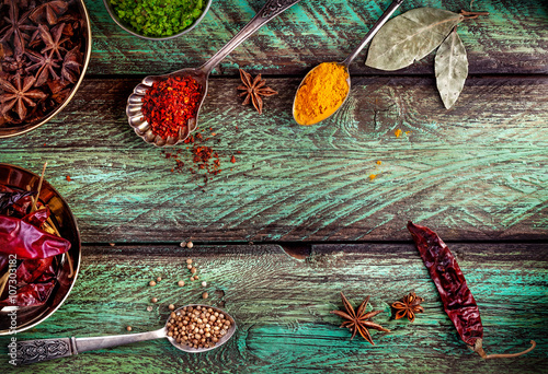 Fotografia Spices at the green table