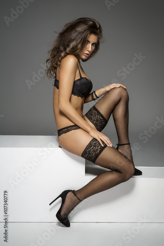 Photographie  Beautiful sexy lady in elegant black lace lingerie and stockings