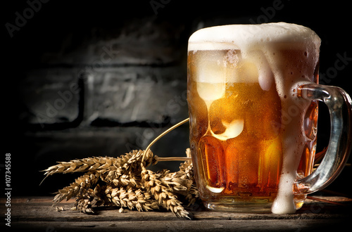 фотографія  Beer near brick wall