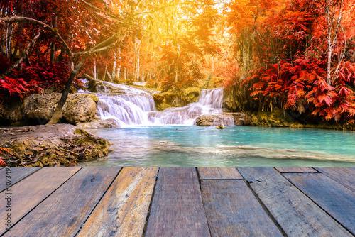 Küchenrückwand aus Glas mit Foto Wasserfalle Vintage style wooden floor perspective with beautiful autumn waterfall.