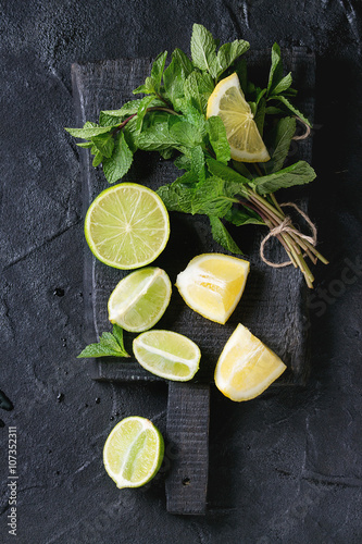 Obraz na plátne Lime and lemons with mint