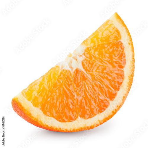 czastka-pomaranczy-w-zblizeniu-na-bialym-tle