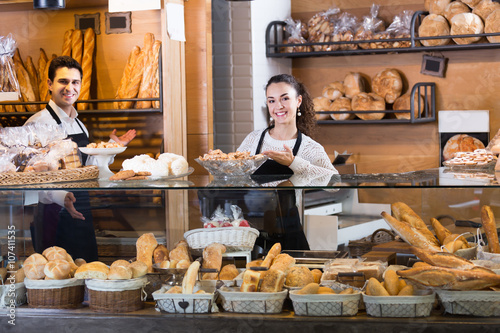 Foto op Canvas Bakkerij Ordinary couple selling pastry and loaves