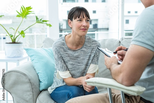 Woman consulting a therapist Fototapet
