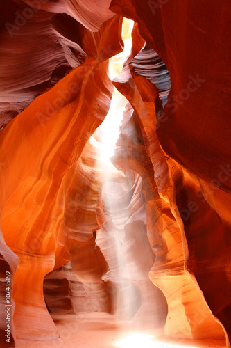 Poster Antilope Upper Antelope Slot Canyon Showing a light beam into the Canyon, Page, Arizona