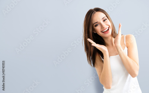 Photo  young woman showing smile, with copyspace
