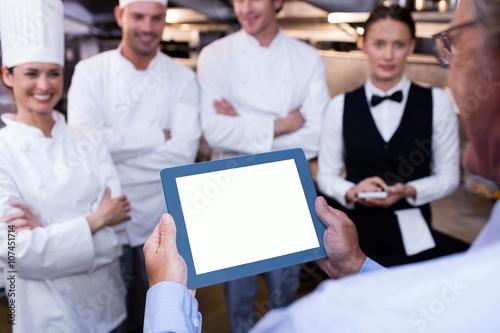 Fotobehang Restaurant Restaurant manager briefing to his kitchen staff