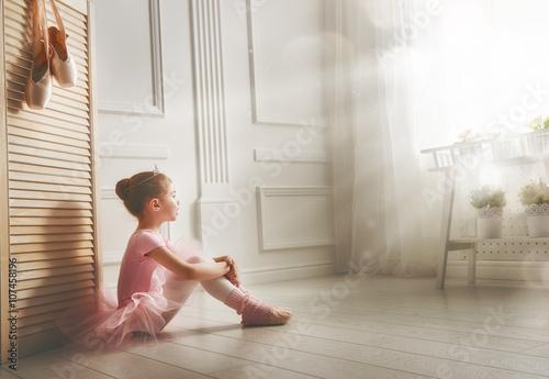 fototapeta na lodówkę girl in a pink tutu
