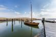 canvas print picture - segelboot im hafen