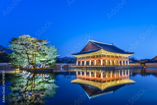 Fotobehang Seoel Gyeongbokgung Palace at night, Seoul, South Korea