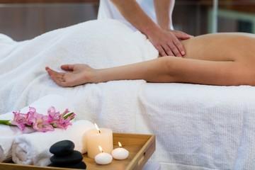 Obraz na płótnie Canvas Woman receiving a back massage