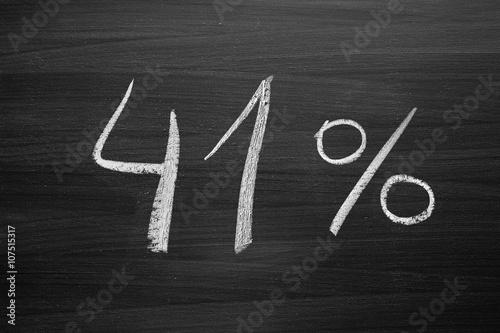Fotografia  41 percent header written with a chalk on the blackboard