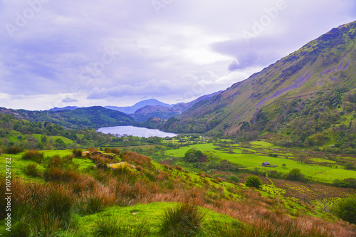 Foto op Aluminium Noord Europa View to lake and house in Snowdonia National Park