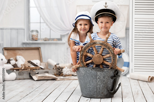 Obraz na płótnie Children playing in the sailors in his room