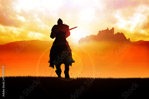 Fotografia Medieval knight on horse carrying a lance