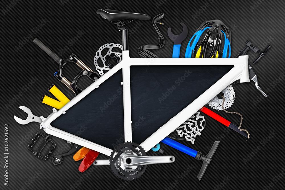 Fahrradrahmen mit leeren Tafel und verschiedene Fahrradteile ...