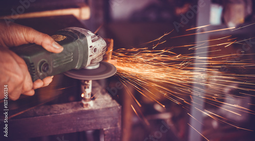 Photographie master of welding seams angle grinder