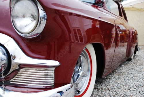 Fotografie, Obraz  Roter Cadillac von der Seite