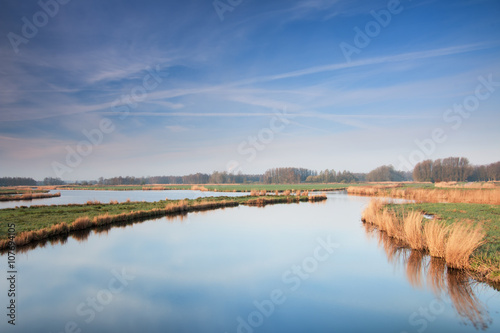 Photo Stands Nature Poldersloten op een frisse lentemorgen