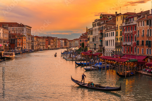 Poster Venise Sunset view of Grand Canal with gondolas in Venice. Italy