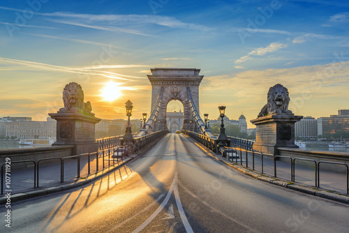 Αφίσα  Chain Bridge when sunrise, Budapest, Hungary