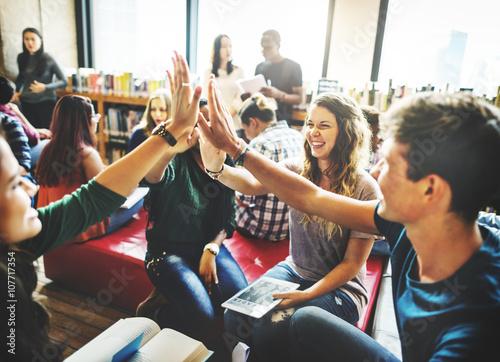Carta da parati Classmate Classroom Sharing International Friend Concept