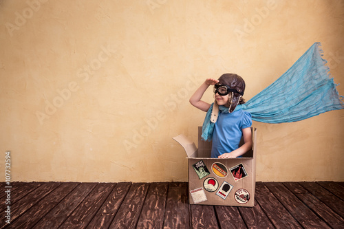 Obraz Child playing at home - fototapety do salonu