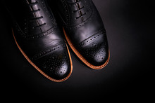 Black Oxford Shoes With Shoela...