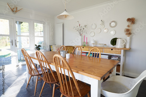 Fotografía  Dining Room In Contemporary Family Home