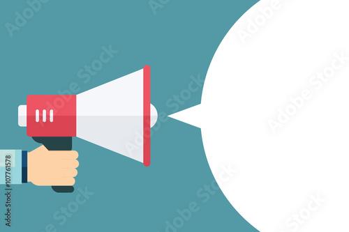 Fotografía  Male hand holding megaphone with blank bubble speech