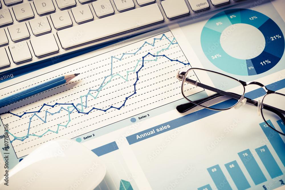 Fototapeta Preparing average sales report