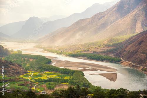 Foto auf Gartenposter Fluss A famous bend of yangtze river in Yunnan Province, China, first