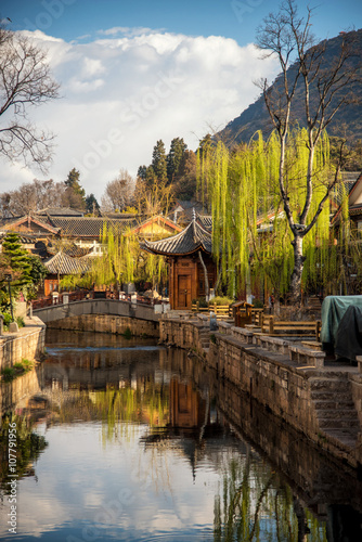Poster Channel Scenic street , canal and buiding in the Old Town of Lijiang. Li