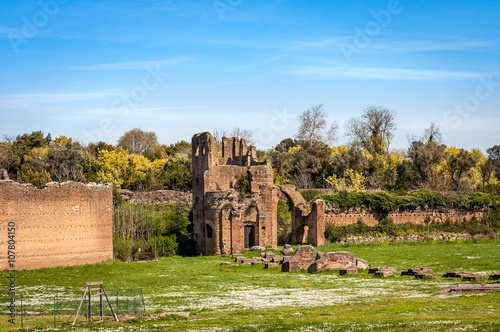 Deurstickers Rudnes middle ages ruins of circus