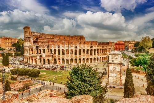 Photo  Aerial view of the Colosseum and Arch of Constantine, Rome